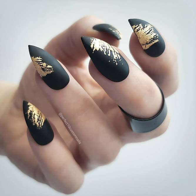 Black & Gold – Luxurious Stilettos Nails