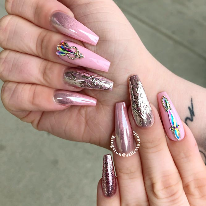 Rose Gold Metallic Designs For Coffin Nail Shape #chromenails #pinknails #rhinestonesnails #metallicnails