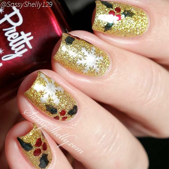 Christmas Nails with Holly Berries picture 1