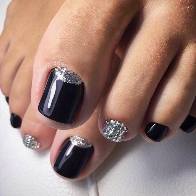 Beautiful Toe Nails With Glitter Accent Picture 1