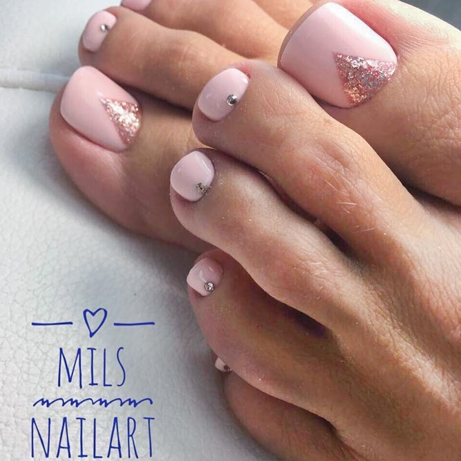 Beautiful Toe Nails With Glitter Accent