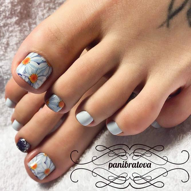 Sweet Toe Nail Designs with Floral Motifs picture 2