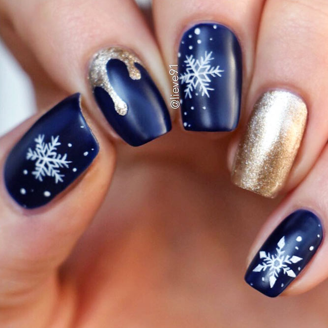 27 winter nails ideas to cheer anyone up naildesignsjournal snowflake nails catch the frost on your hands picture 2 prinsesfo Image collections