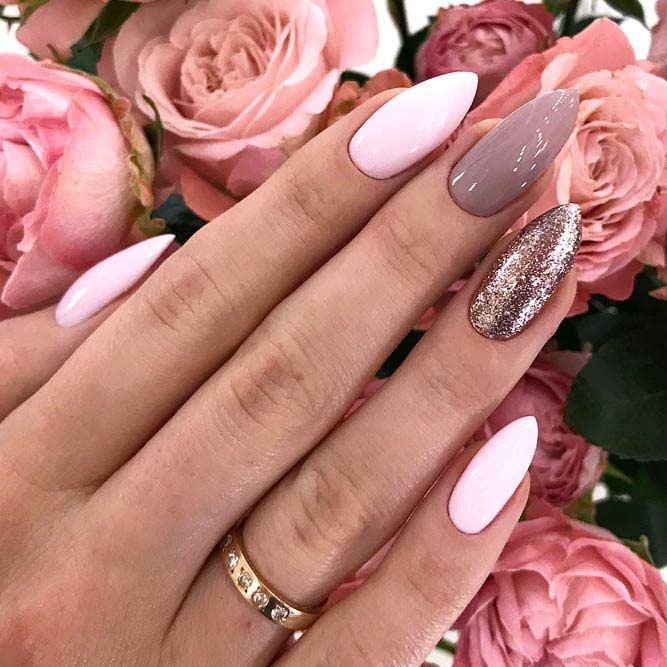 Rose Gold Glitter Accent For An Elegant Look #almondnails #glitternails #rosegoldnails #mauvenails