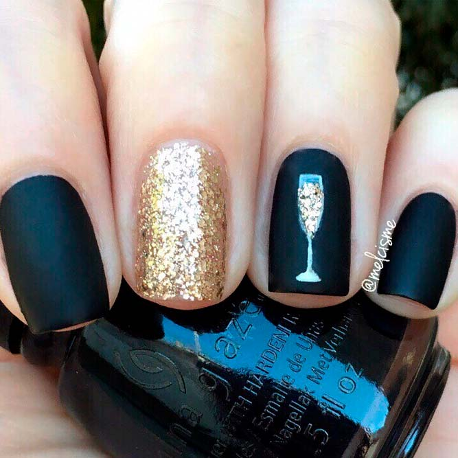 Matte Black Nails With Gold Glitter Art #glitternails #mattenails #winternails