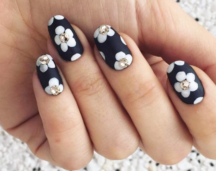 Nail designs and nail art tips tricks naildesignsjournal 21 edgy ideas for matte black nails to break the manicure monotony prinsesfo Choice Image