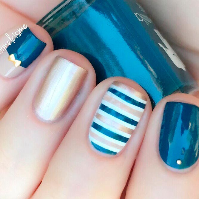 Gold Striped Nail Art Design #goldnails #squarenails #stripednails