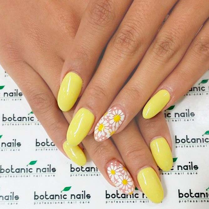 Simple And Sweet Chamomile Nail Art