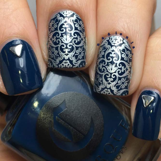 Gorgeous Navy Blue And Silver Damask #shortnails #squarenails #bluenails #silvernails