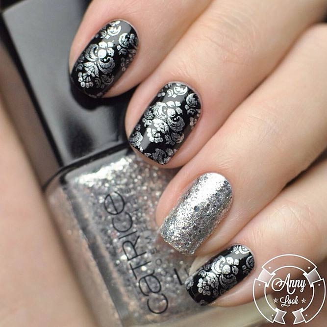 Silver And Black Classy Manicure With Damask Print #shortnails #squoval #blacknails #silvernails