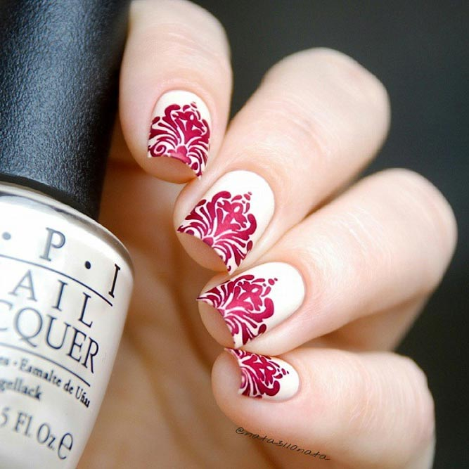 Red Damask Pattern On Pure White Base #shortnails #squarenails #whitenails #rednails