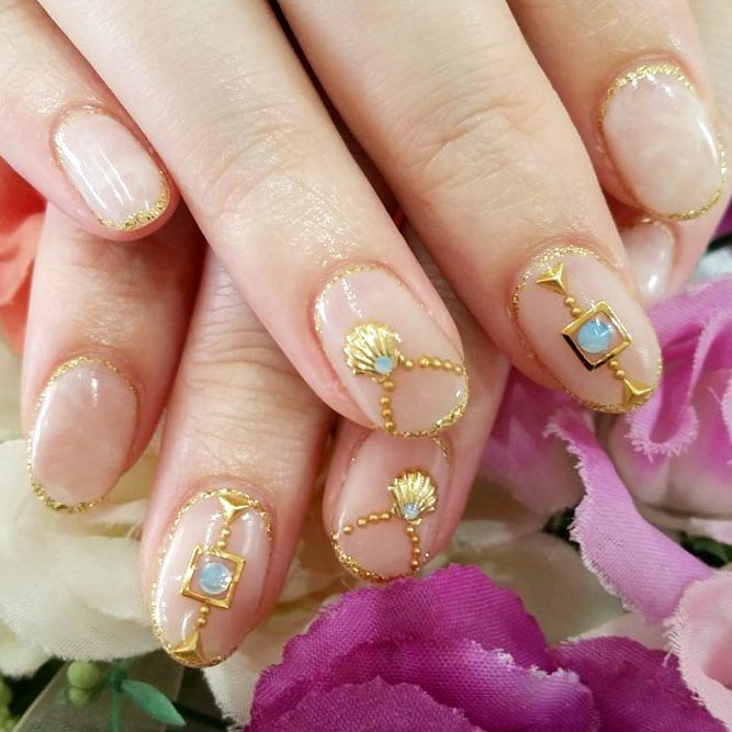 Korean Fashion Nail Art Gold Accents #jewelrynails #goldnails #negativespacenails