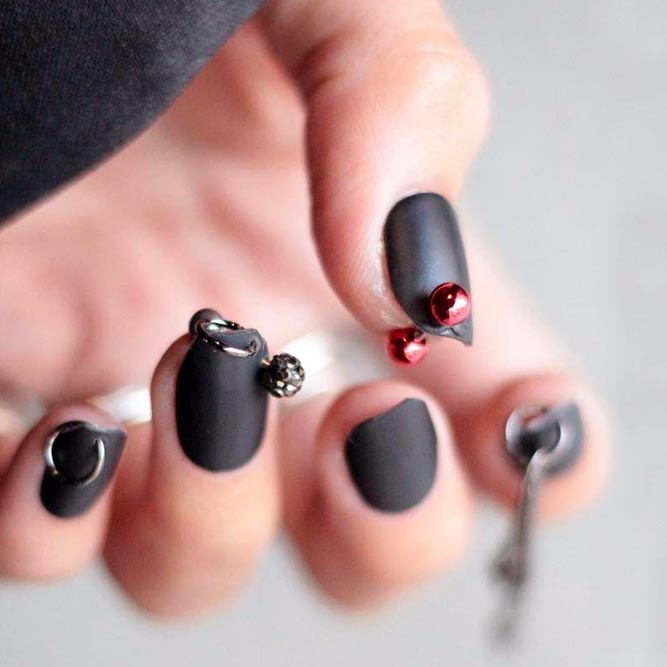 Popular Korean Fashion Nail Art Nail Piercing #mattenails #blacknails #jewelrynails