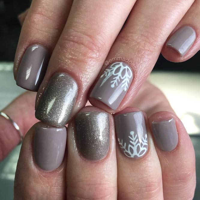 Neat And Feminine Mani With A Laced Accent #shortnails #glitternails #lacenails