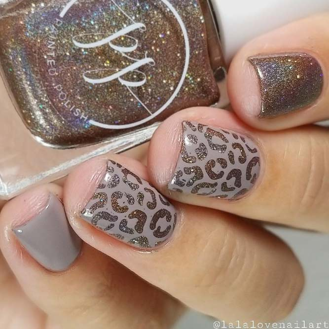 Taupe Nail Color In A Fantastic Combination With Holo Cheetah Pattern #shortnails #cheetahnails #holonails