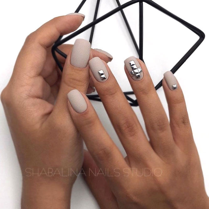 Matte Nude-Gray Shaded Nails