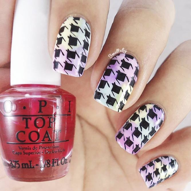 Houndstooth Pattern Nails On A Pastel Base #pastelnails #stampingnails #squarenails #shortnails
