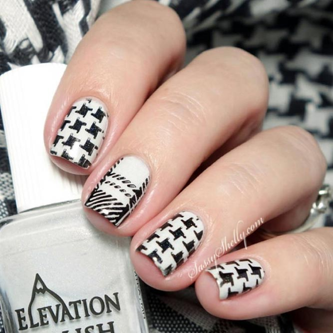 A Win Win Combination Of Plaid And Houndstooth Patterns #blackwhitenails #squarenails #shortnails #plaidnails