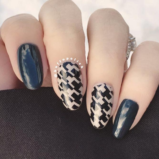 Houndstooth Pattern In The Dark Shade #longnails #darknails #ovalnails