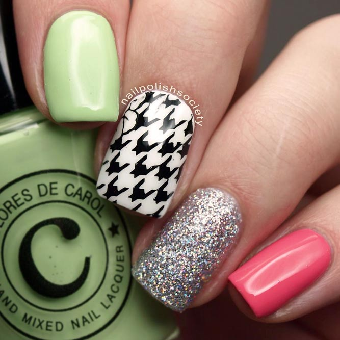 Houndstooth Pattern Like An Elegant Accent #glitternails #squarenails #shortnails #pastelnails