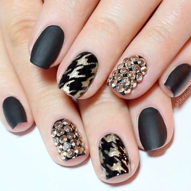 Fab Gold Houndstooth Nail Art #blacknails #goldnails #rhinestonesnails