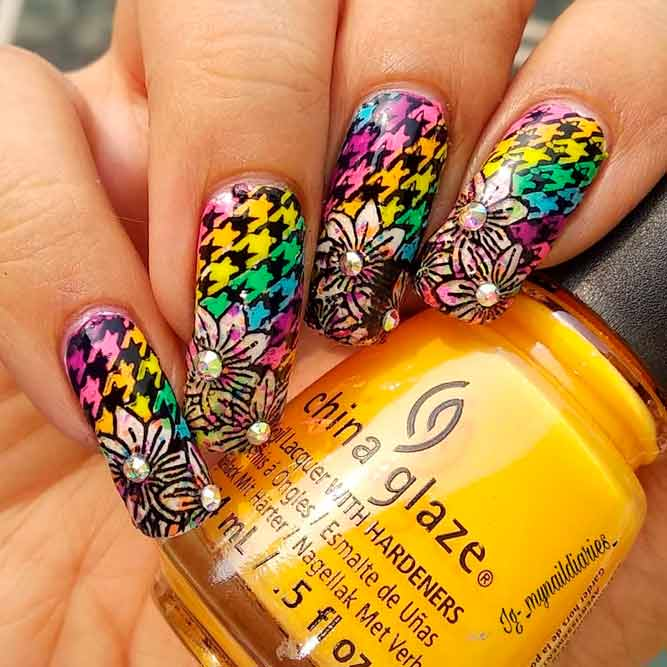 Multicolored Houndstooth Pattern With Flowers #ombrenails #flowersnails #rainbownails