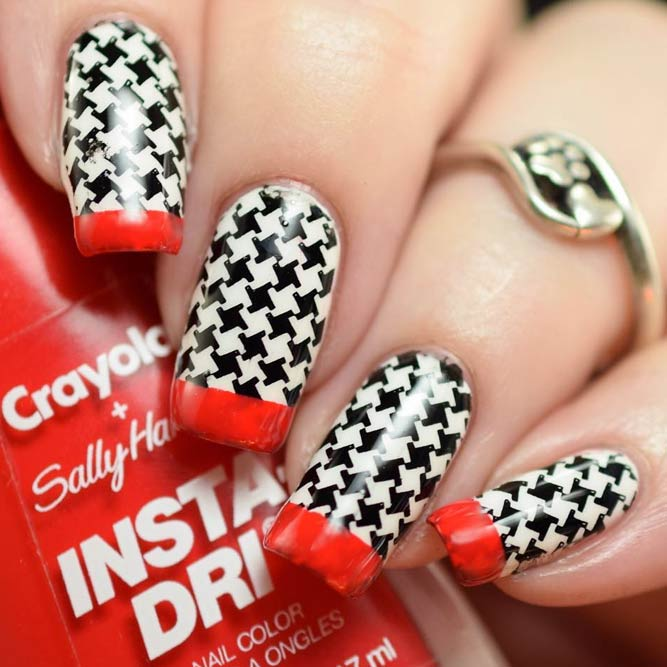 Houndstooth Nails In A Combination With Bright French Tips #blackwhitenails #squarenails #longnails #frenchtips #stampingnails