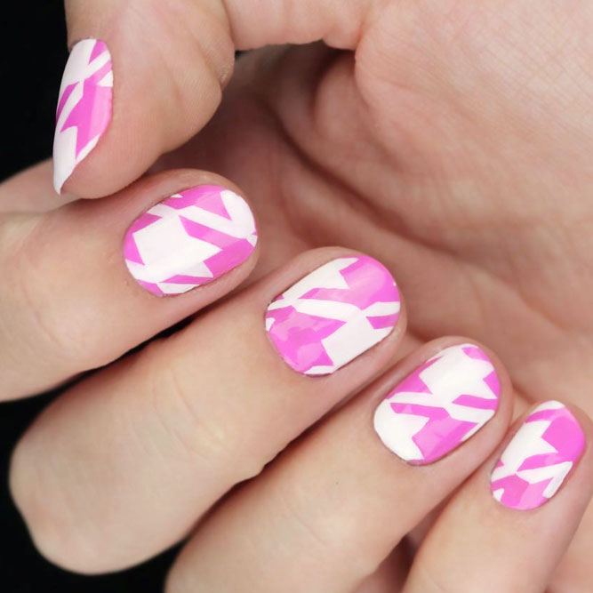 Girly Houndstooth Pattern Nails In Pink #pinknails #whitenails #roundednails #shortnails