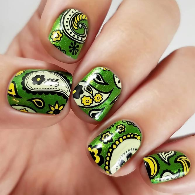 Fun Green Paisley Pattern Nails #shortnails #squarenails #greennails