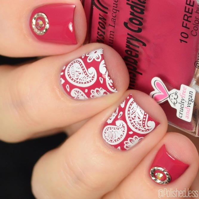 Crimson Nails Decorated With White Paisley #shortnails #squarnails #rednails #stampingnails
