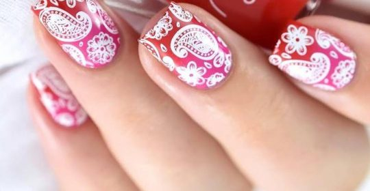 Enigmatic Paisley Pattern Nails To Play Around With
