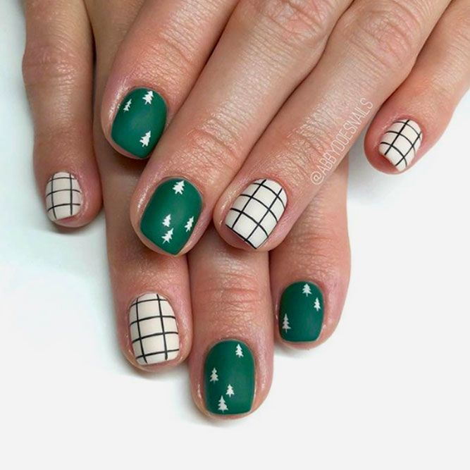 Short Nails With Exclusive Christmas-Tree Art