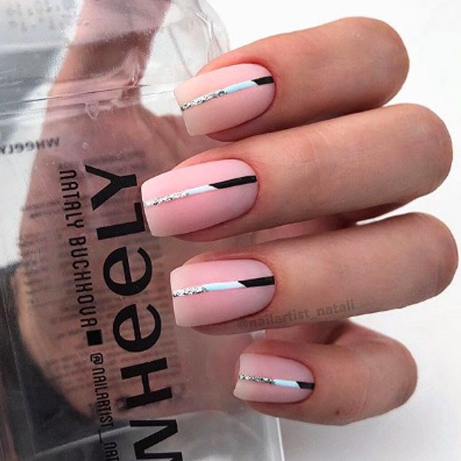 Simple Stripes Accent Nails