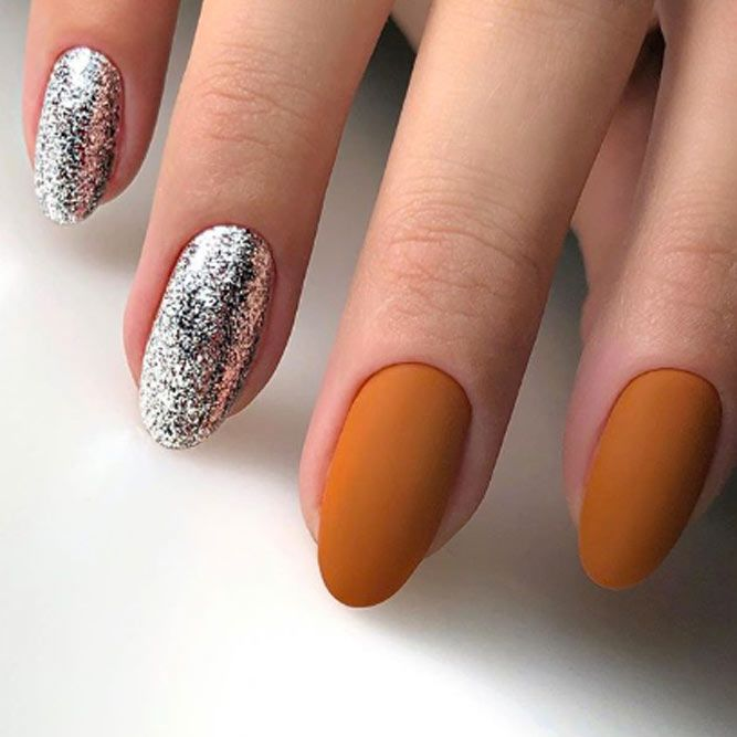 Intricate Silver Glitter Accents