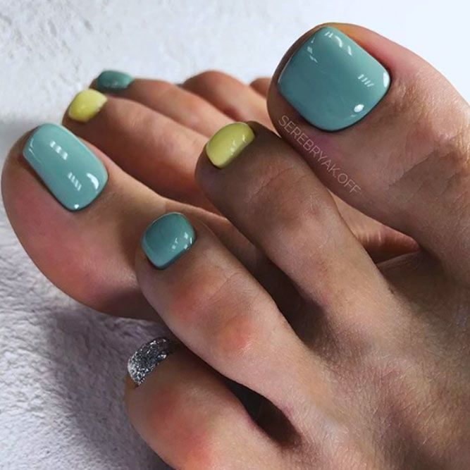 Two-Toned Mix Toe Nail Art