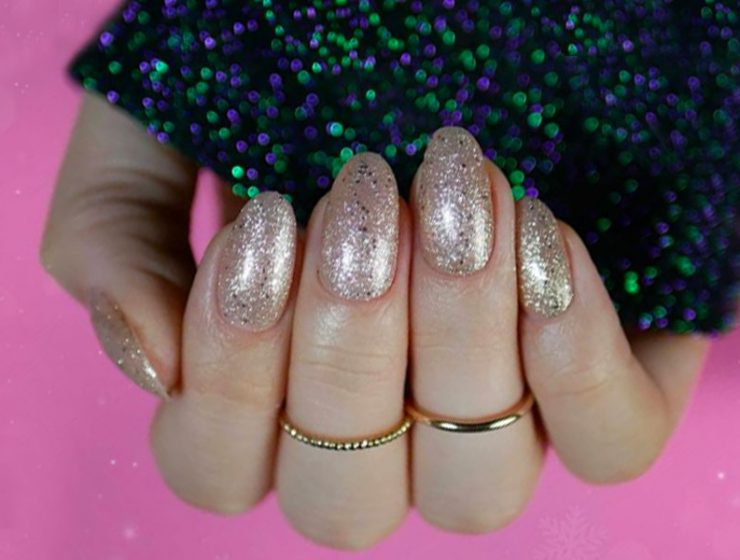 Sensational Winter Nail Colors to Warm Up Your Hands