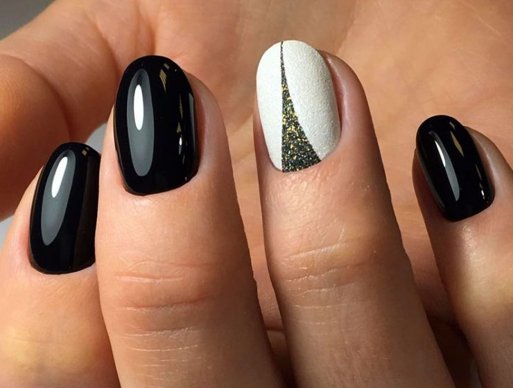 Breathtaking Black and White Nail Designs