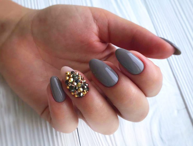 Most Popular Ways to Wear Grey Nails