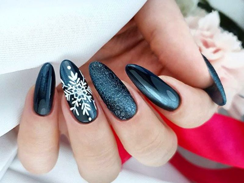Popular Ideas of Christmas Nails Designs To Try