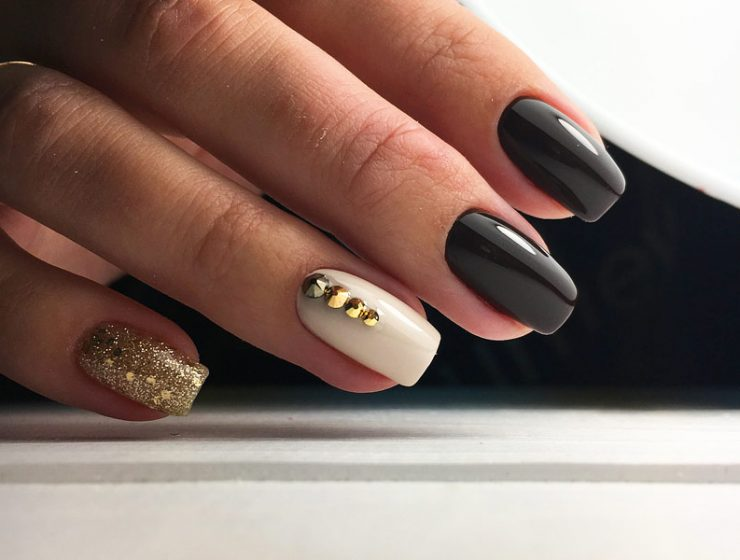 Charming Black and Gold Nails Perfect for a Party