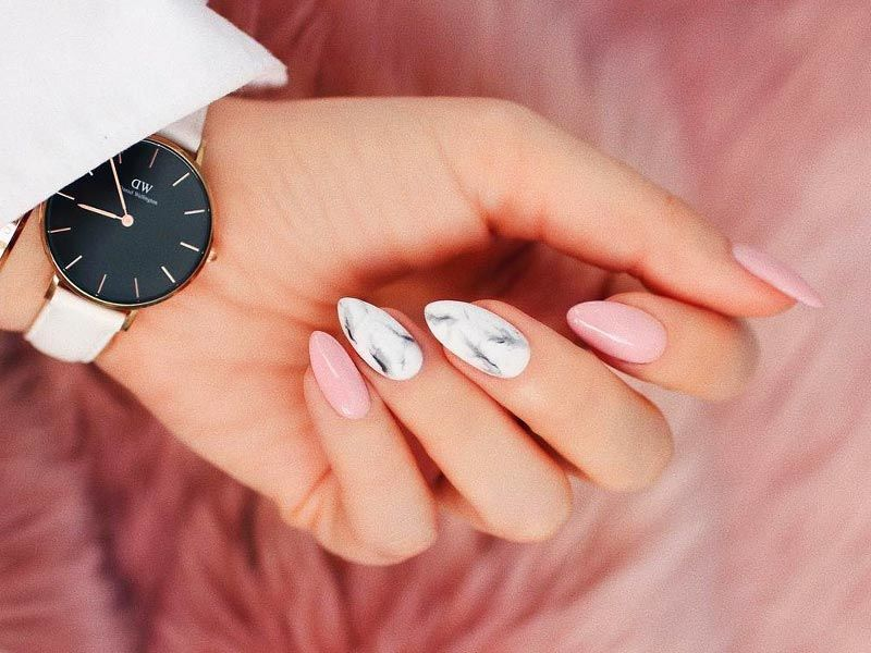 Soft Designs for Pink and White Nails Every Girl Will Secretly Adore